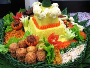 https://dykas60v5.files.wordpress.com/2011/10/tumpeng2bkyle2b6.jpg?w=300
